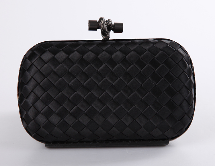 Bottega Veneta nero satin knot clutch 113085 black