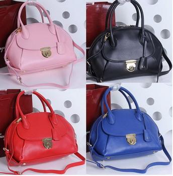 Ferragamo Medium Tote Bag Calfskin Leather SF588471