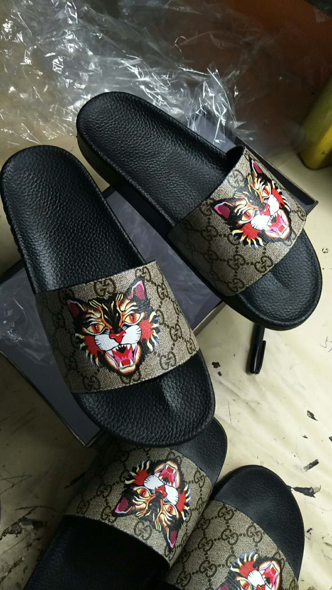 Gucci GG Supreme Angry Cat Slide Sandals Women shoes G5462