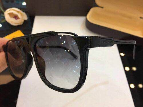 Louis Vuitton Sunglasses LVS1502736