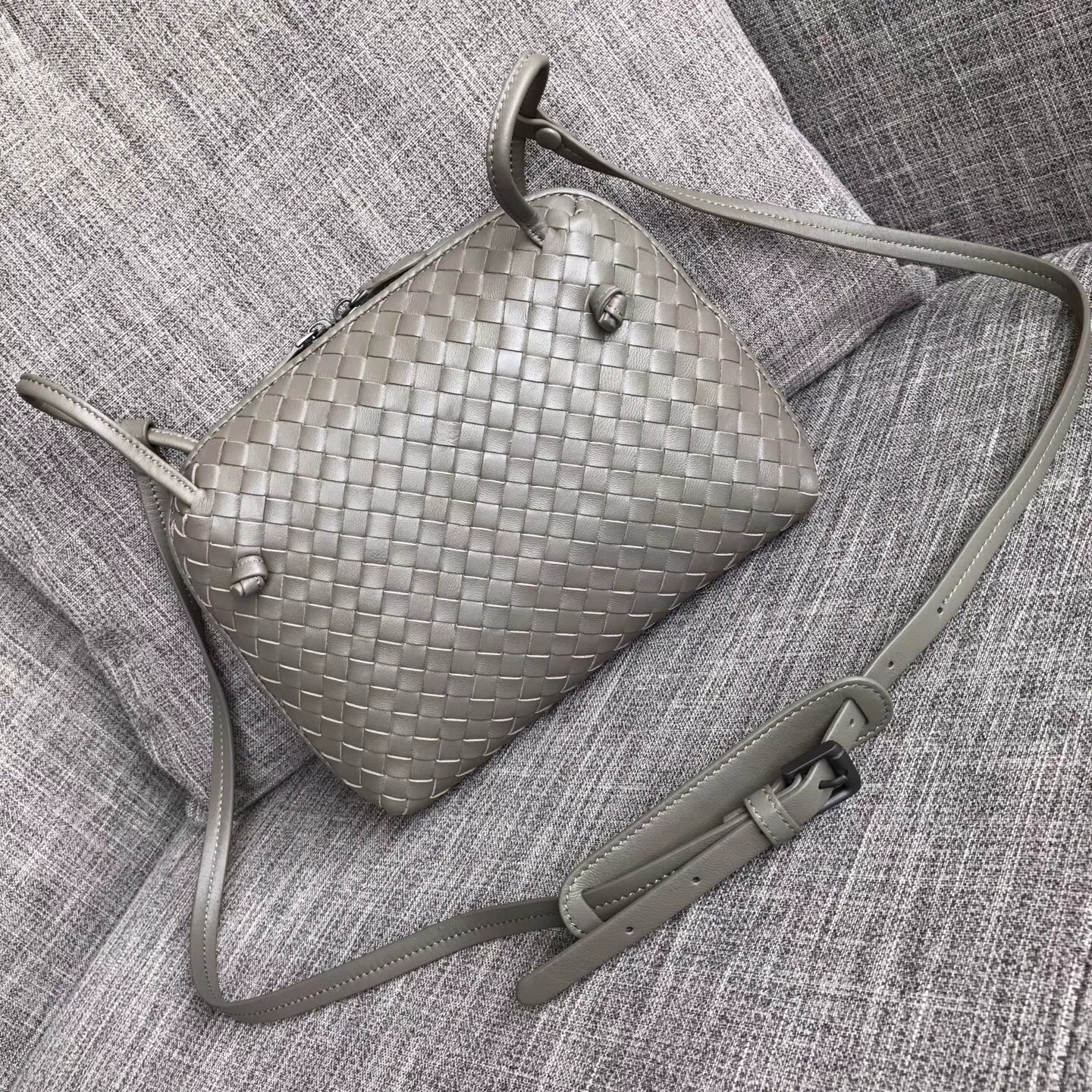Bottega Veneta Bicolors Intrecciato Nappa Cross Body Bag BV9610 grey