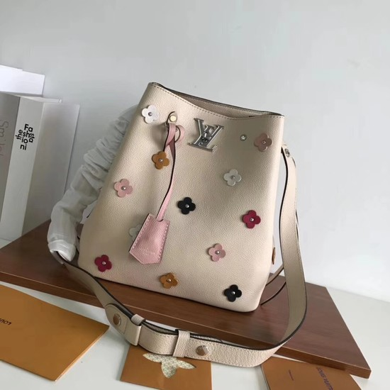 Louis vuitton original lockme bucket 53081 cream