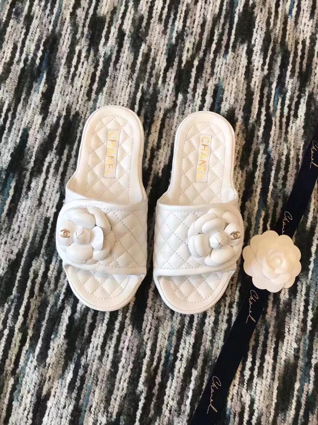 Chanel slippers CH2335LRF white