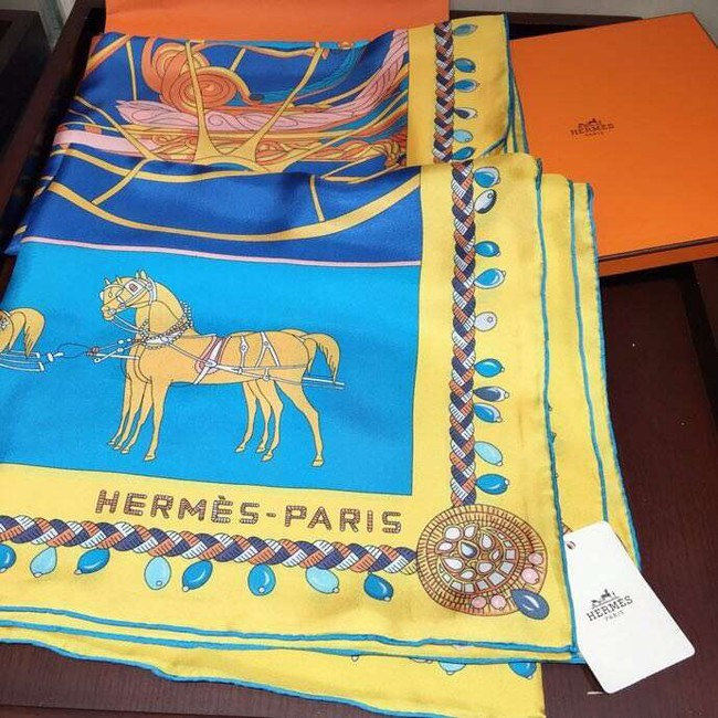 Hermes Scarf in silk twill with hand rolled edges H2565