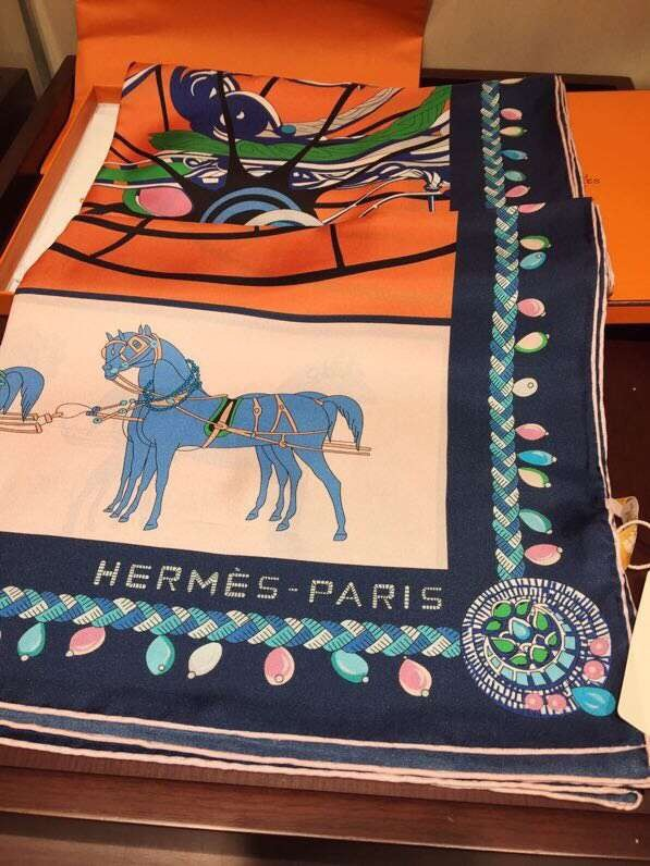 Hermes Scarf in silk twill with hand rolled edges H2567