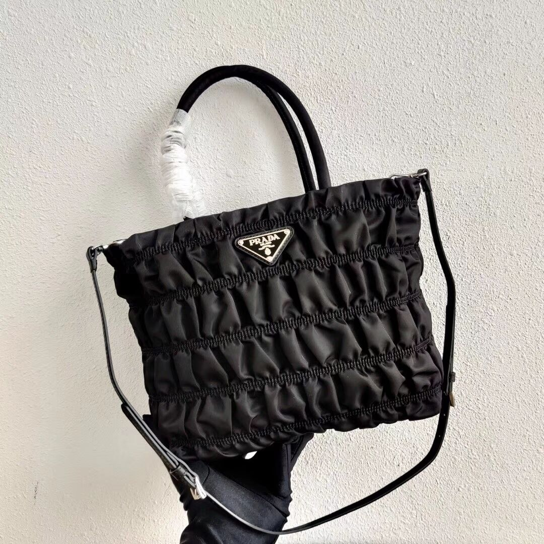 Prada Re-Edition nylon Tote bag 1BG321 black