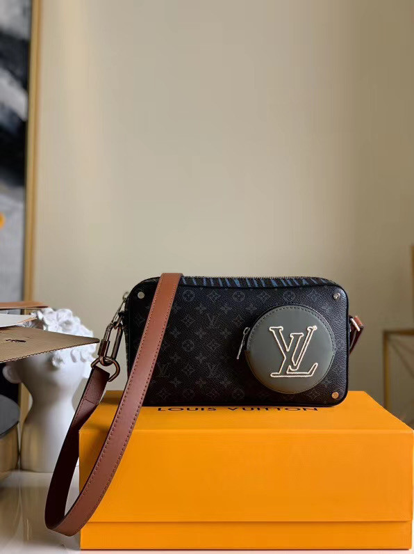 Louis Vuitton Original Clutch bag M68688