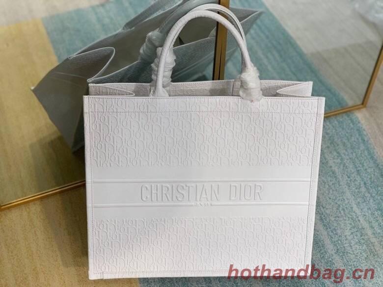 DIOR BOOK TOTE BAG IN Calfskin M1296Z white